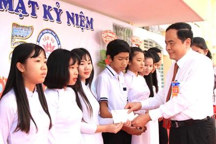 Chủ tịch Trần Thanh Mẫn dự kỷ niệm 50 năm Trường THPT Tầm Vu