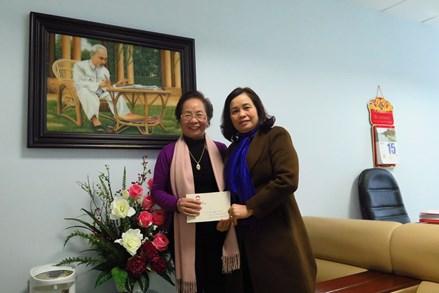 Phó Chủ tịch Bùi Thị Thanh chúc tết nguyên Phó Chủ tịch nước Nguyễn Thị Doan