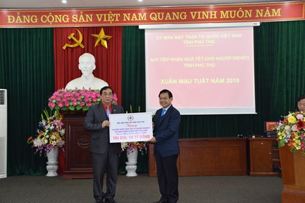 Mặt trận Phú Thọ tiếp nhận hơn 12,6 tỷ đồng quà Tết cho người nghèo
