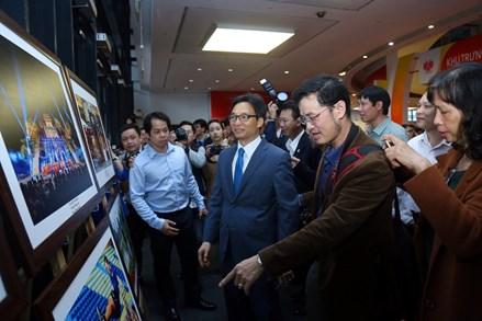 Chùm ảnh: Tưng bừng khai trương Hội Báo toàn quốc năm 2018