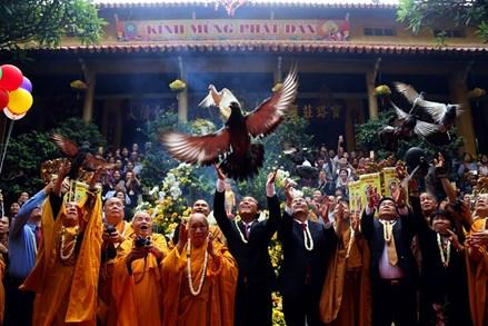 Những hình ảnh ấn tượng tại Đại lễ Phật đản 2018