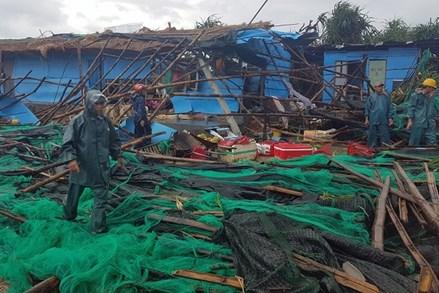 Điện thăm hỏi các tỉnh Nam Trung Bộ bị thiệt hại do cơn bão số 8 gây ra