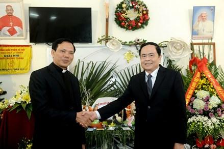 Bà con giáo dân cùng hưởng ứng các phong trào thi đua chào mừng Đại hội MTTQ Việt Nam