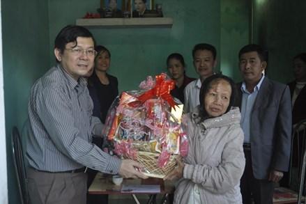 Quà Tết của Mặt trận tặng người nghèo ở Quảng Bình
