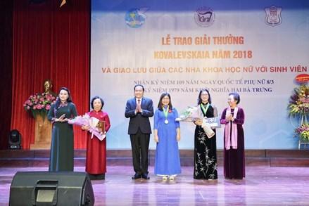 Khơi dậy niềm tự hào trí tuệ phụ nữ Việt Nam
