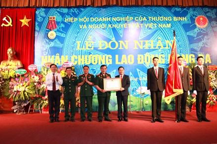 Hiệp hội Doanh nghiệp của Thương binh và Người khuyết tật đón nhận Huân chương Lao động hạng Ba