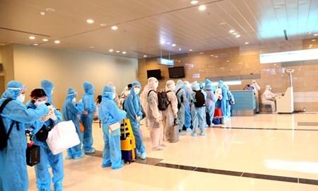 Cần Thơ kiểm soát y tế 240 hành khách về từ Singapore