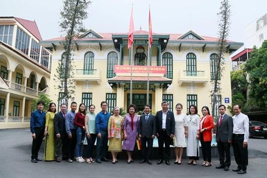 Tạo dựng hình ảnh người Việt Nam trên đất Thái Lan