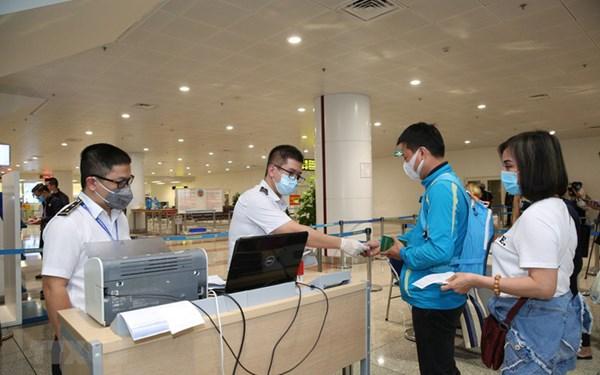 Du học sinh, người Việt tại châu Âu cần chuẩn bị gì khi về Việt Nam trong mùa dịch Covid-19?