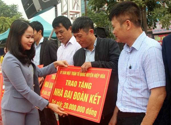 MTTQ tỉnh Bắc Giang chăm lo Tết cho người nghèo