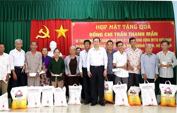 Chủ tịch Trần Thanh Mẫn thăm, tặng quà Tết gia đình chính sách, hộ nghèo tại Sóc Trăng