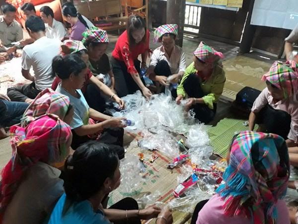 Phụ nữ Cao Bằng 'đẩy lùi' rác thải nhựa