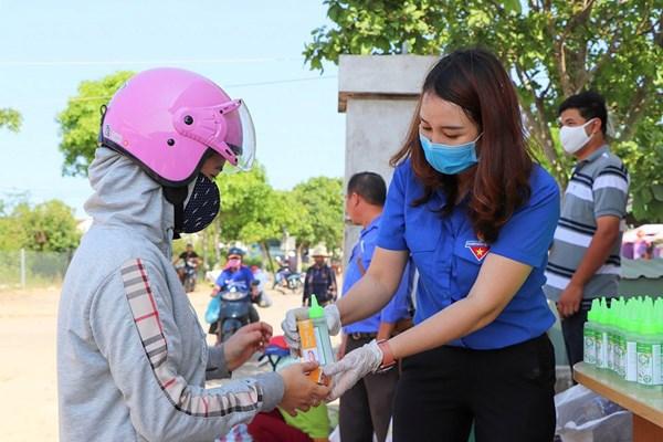 Quảng Nam: Đổi rác thải nhựa lấy sản phẩm phòng chống dịch Covid-19