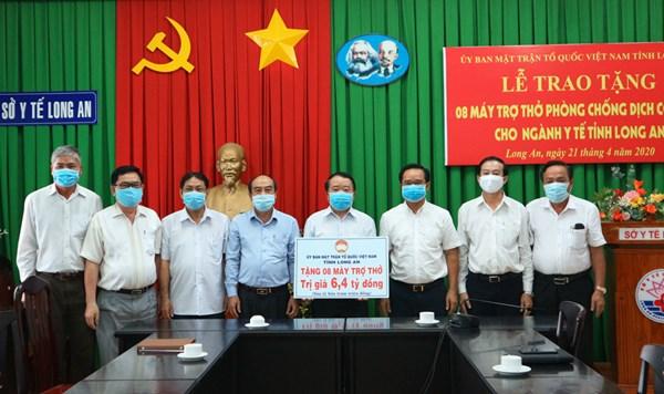 Ủy ban MTTQ Việt Nam tỉnh Long An vận động hỗ trợ 8 máy trợ thở