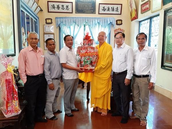 Ban Thường trực Ủy ban MTTQVN tỉnh An Giang, Kon Tum, Bắc Giang thăm, chúc mừng Đại lễ Phật đản