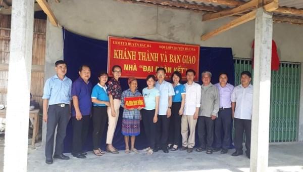"""Bắc Hà (Lào Cai): Bàn giao Nhà """"Đại đoàn kết"""" cho 2 hộ nghèo"""