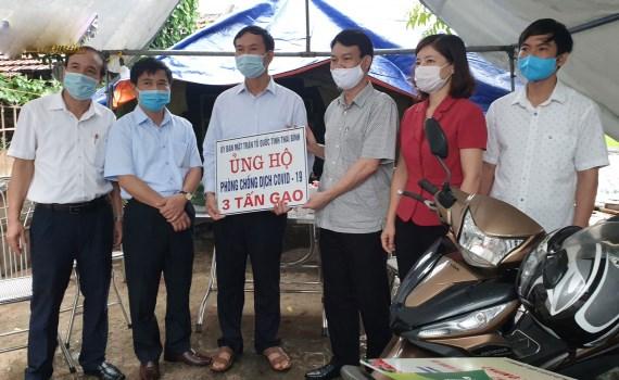 Uỷ ban MTTQ tỉnh Thái Bình hỗ trợ 3 tấn gạo cho nhân dân thôn Bùi, xã Hòa Tiến