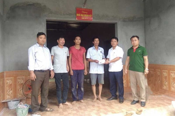 Huyện Đà Bắc (Hòa Bình): Bàn giao nhà Đại đoàn kết cho hộ chính sách xã Toàn Sơn
