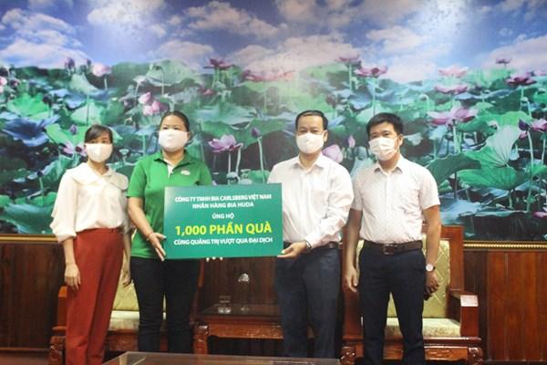 Ủy ban MTTQ tỉnh Quảng Trị tiếp nhận các phần quà giúp dân chống dịch