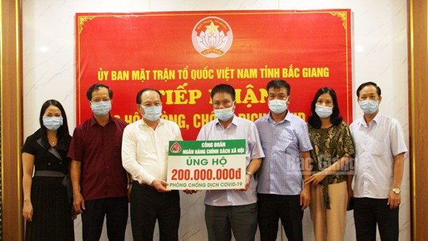 Ủy ban Mặt trận Tổ quốc tỉnh Bắc Giang tiếp nhận 200 triệu đồng phòng, chống dịch Covid-19