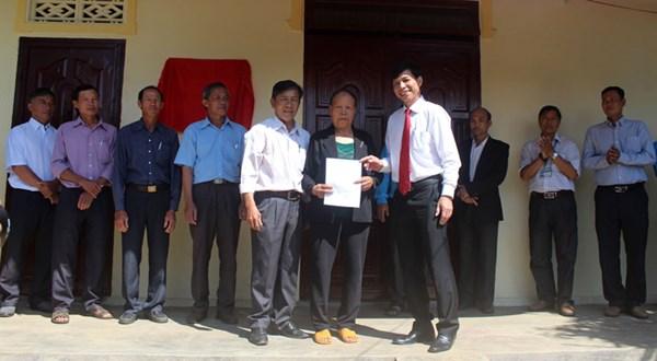 Lâm Đồng: Trao 2 nhà đại đoàn kết cho hộ nghèo