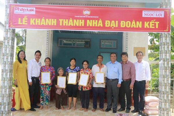 Ủy ban MTTQ TP Cần Thơ trao 5 căn nhà Đại đoàn kết cho hộ nghèo