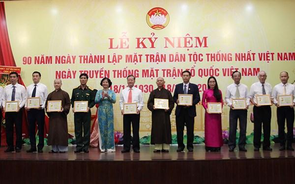 """Đà Nẵng:Trao tặng 142 kỷ niệm chương """"Vì sự nghiệp đại đoàn kết toàn dân tộc"""""""