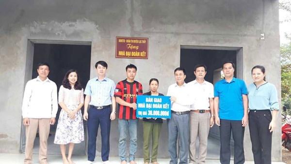 Hòa Bình:Bàn giao nhà Đại đoàn kết cho hộ nghèo xã Phú Thành
