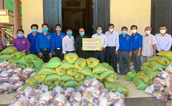 Phật giáo tỉnh Bến Tre giúp sức cho người nghèo trong thiên tai, dịch bệnh