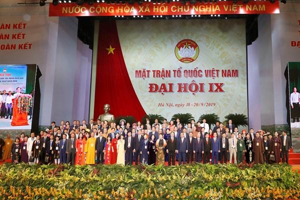 Chùm ảnh lãnh đạo Đảng, Nhà nước, MTTQ Việt Nam chụp ảnh lưu niệm với các Đoàn tại Đại hội đại biểu toàn quốc MTTQ Việt Nam lần thứ IX