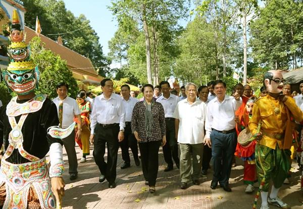 Chủ tịch Quốc hội Nguyễn Thị Kim Ngân dự Ngày hội Đại đoàn kết toàn dân tộc tại Trà Vinh