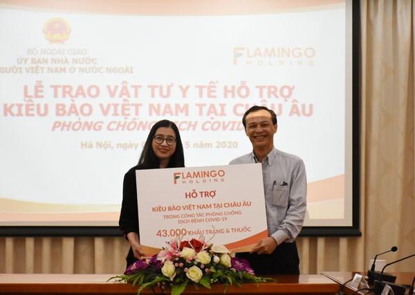 Tập đoàn Flamingo Holding Group hỗ trợ vật tư y tế cho kiều bào châu Âu