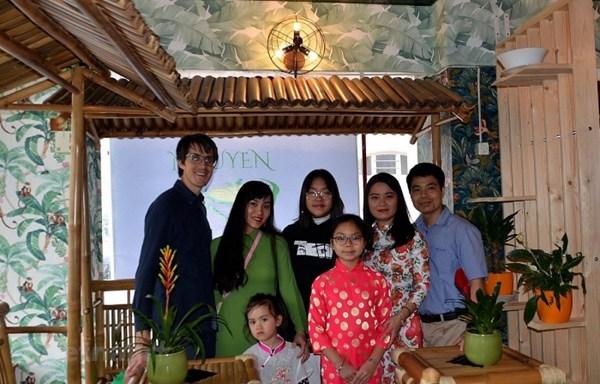 Người Việt tại Thụy Sĩ quyên góp tiền phòng chống dịch Covid-19
