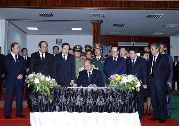 Thủ tướng Nguyễn Xuân Phúc viếng nguyên Thủ tướng Chính phủ Lào Sisavath Keobounphanh