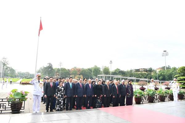 Lãnh đạo Đảng, Nhà nước, MTTQ Việt Nam vào Lăng viếng Chủ tịch Hồ Chí Minh vĩ đại