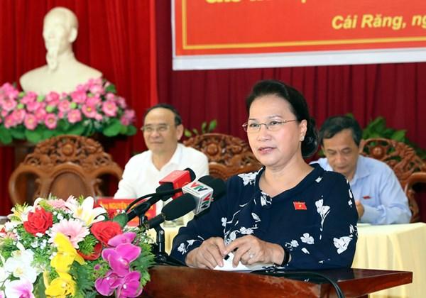 Chủ tịch Quốc hội Nguyễn Thị Kim Ngân tiếp xúc cử tri tại quận Cái Răng, TP Cần Thơ