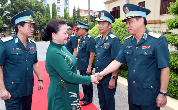 Chủ tịch Quốc hội Nguyễn Thị Kim Ngân thăm và làm việc với Quân chủng Phòng không - Không quân