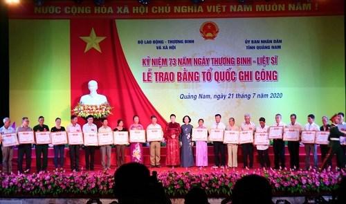 Chủ tịch Quốc hội trao Bằng Tổ quốc ghi công tới 73 thân nhân liệt sĩ