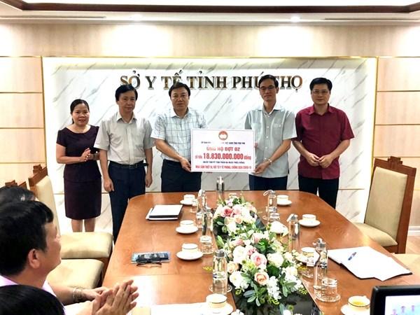 Mặt trận Phú Thọ trao hơn 18,8 tỷ đồng cho Sở Y tế lo phòng chống dịch Covid-19