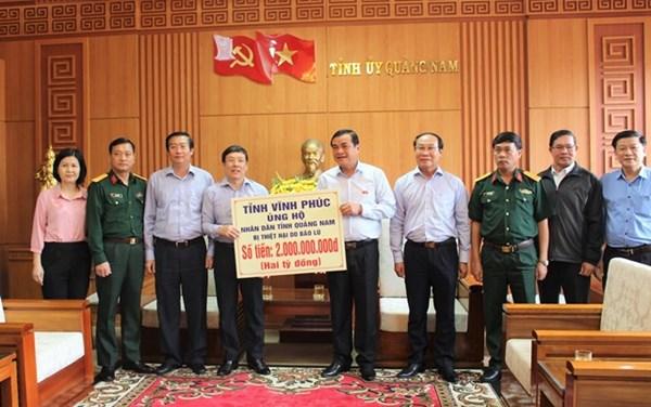 Vĩnh Phúc trao 2 tỷ đồng hỗ trợ người dân Quảng Nam