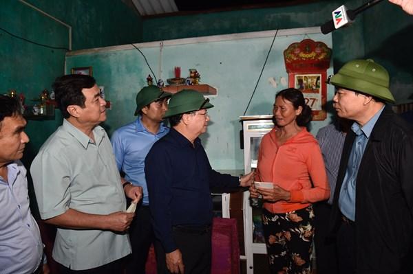 Phó Thủ tướng Trịnh Đình Dũng kiểm tra, đánh giá thiệt hại do bão số 9 tại Quảng Nam