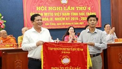 Mặt trận Sóc Trăng tiếp tục đạt cờ thi đua xuất sắc 10 năm liền