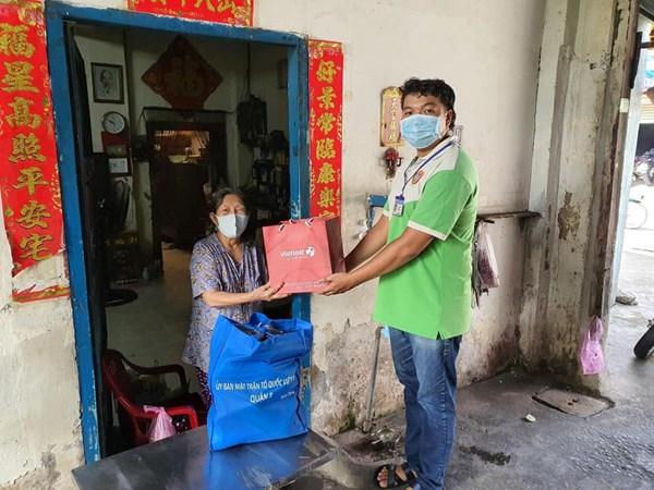 MTTQ thành phố Hồ Chí Minh: Thăm và tặng quà cho 69 thương binh nặng