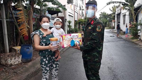 Thành phố Hồ Chí Minh: Hơn 2 triệu túi an sinh đã được chuyển đến những người có hoàn cảnh khó khăn do đại dịch