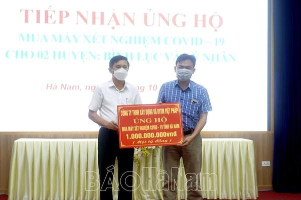 Hơn 7 tỷ đồng trang thiết bị y tế hỗ trợ Hà Nam phòng chống dịch