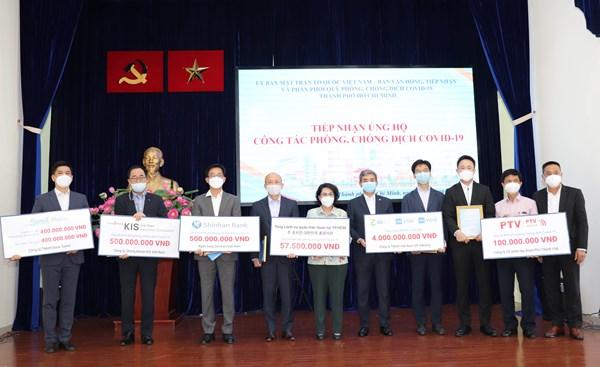 Thành phố Hồ Chí Minh tiếp nhận gần 6 tỷ đồng kinh phí, trang thiết bị phòng chống dịch
