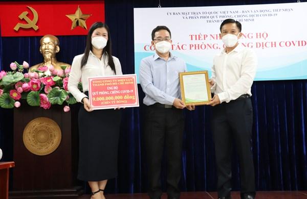Thành phố Hồ Chí Minh: Tiếp nhận gần 27 tỷ đồng và 400 tấn gạo ủng hộ công tác phòng, chống dịch Covid-19