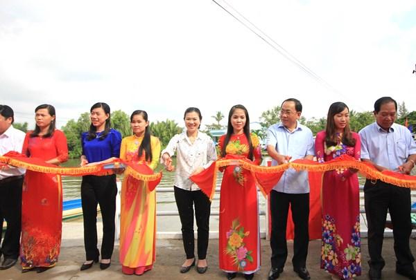Phó Chủ tịch Trương Thị Ngọc Ánh dự Lễ khánh thành bờ kè chống sạt lở tỉnh Cà mau