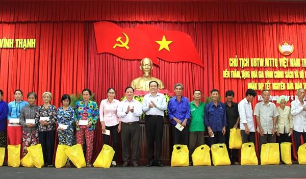 Chủ tịch Trần Thanh Mẫn trao quà Tết tại TP. Cần Thơ