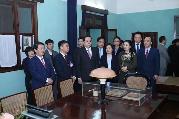 Chủ tịch Trần Thanh Mẫn dâng hương tưởng nhớ Bác Hồ